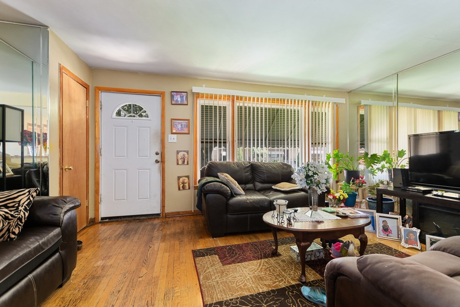Real Estate Photography - 6500 S BELL AVE, Chicago, IL, 60636 - Living Room