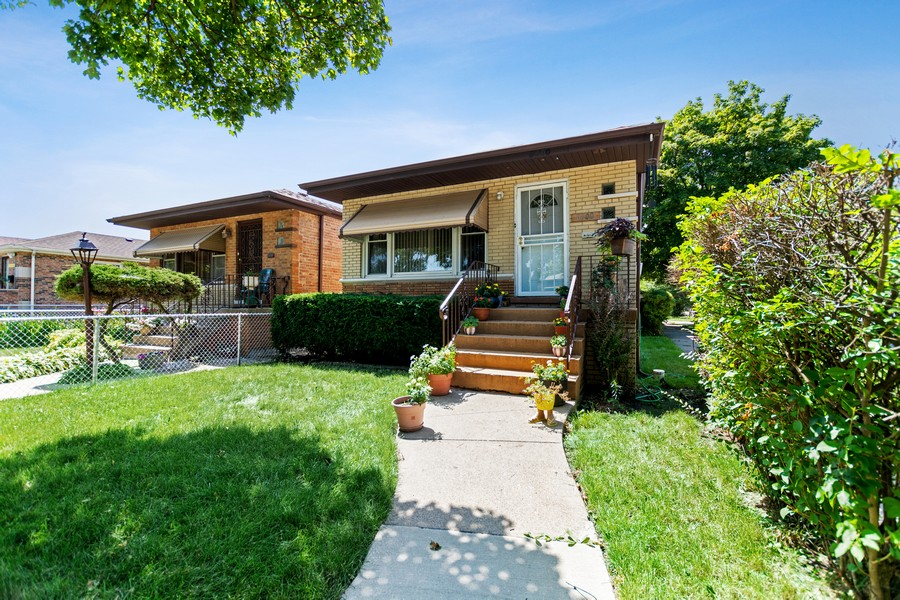 Real Estate Photography - 6500 S BELL AVE, Chicago, IL, 60636 - Front View