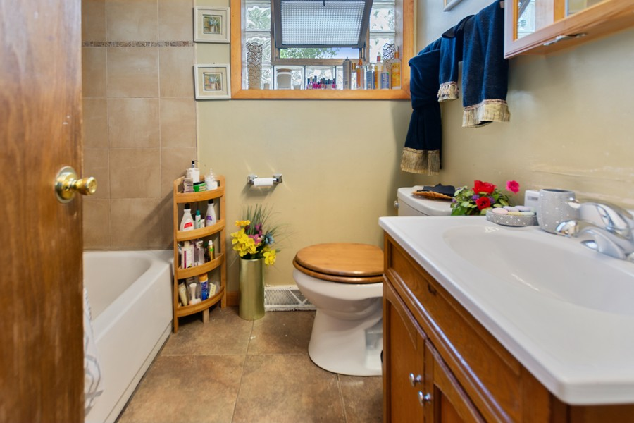 Real Estate Photography - 6500 S BELL AVE, Chicago, IL, 60636 - Bathroom