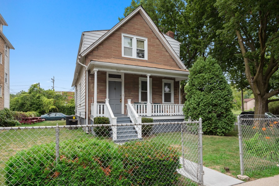 Real Estate Photography - 1944 Jackson, Evanston, IL, 60201 - Front View