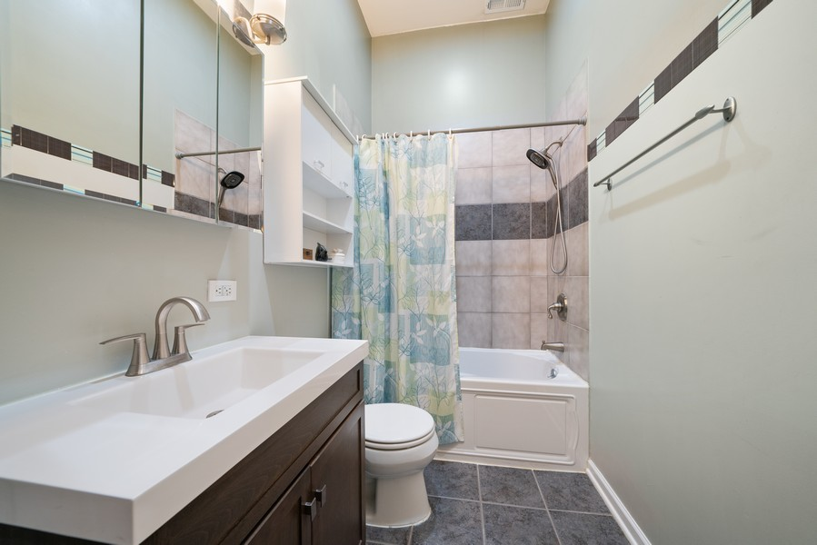 Real Estate Photography - 744 N May St #3P, Chicago, IL, 60642 - Master Bathroom
