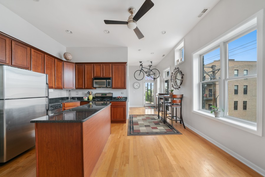 Real Estate Photography - 744 N May St #3P, Chicago, IL, 60642 - Kitchen