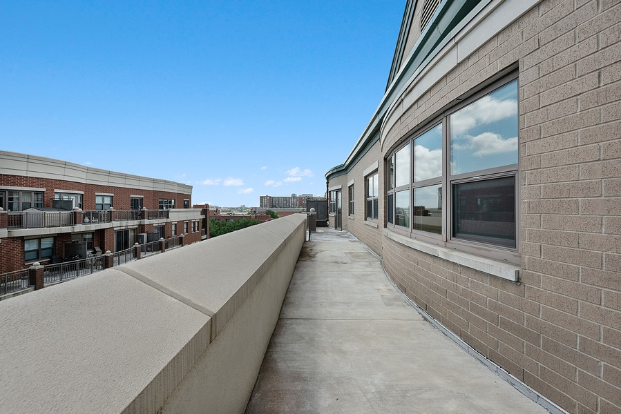 Real Estate Photography - 1111 S State Street, Unit A702, Chicago, IL, 60605 - Terrace