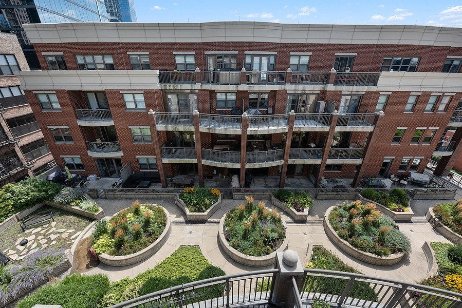 Real Estate Photography - 1111 S State Street, Unit A702, Chicago, IL, 60605 - Courtyard