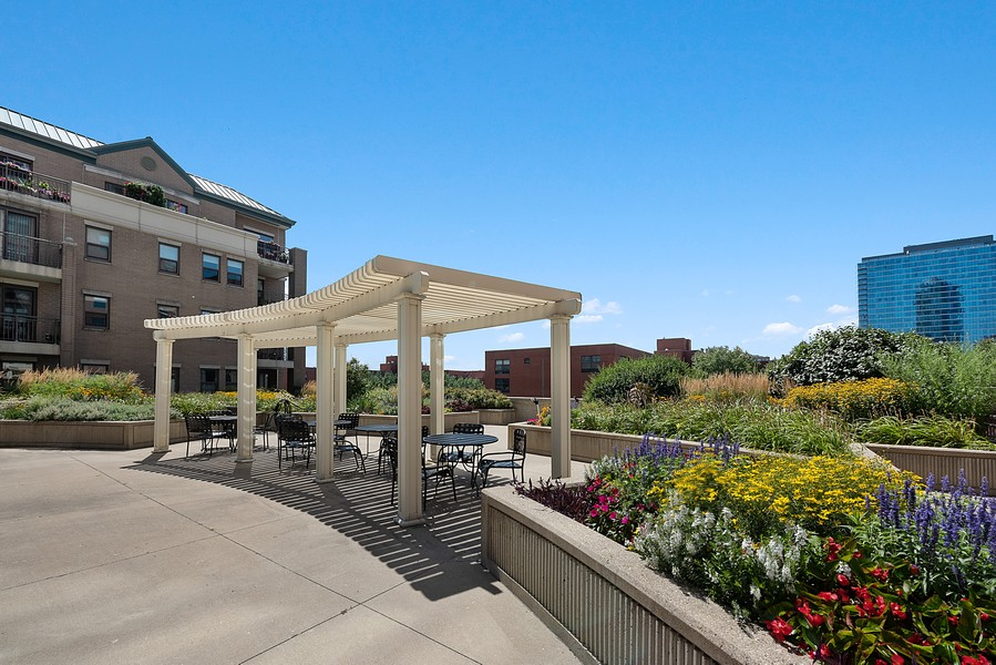 Real Estate Photography - 1111 S State Street, Unit A702, Chicago, IL, 60605 - Common Sundeck