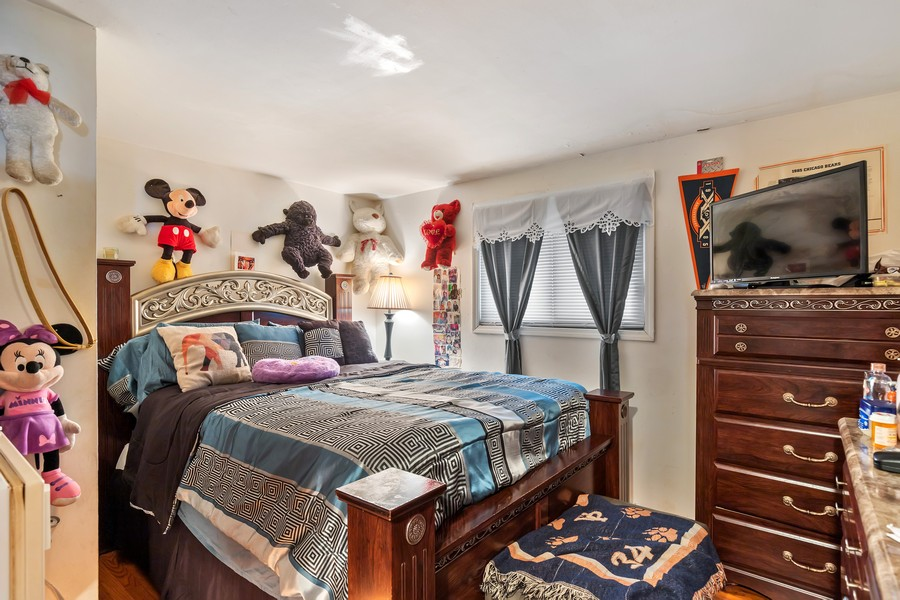 Real Estate Photography - 4541 S LAPORTE AVE, Chicago, IL, 60638 - 2nd Bedroom