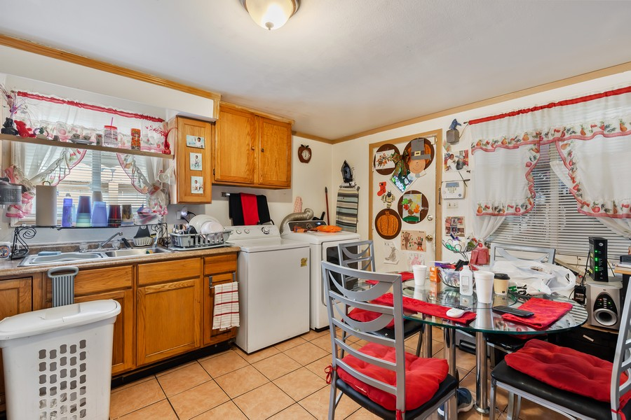 Real Estate Photography - 4541 S LAPORTE AVE, Chicago, IL, 60638 - Kitchen