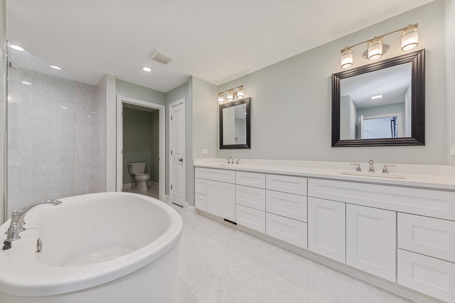 Real Estate Photography - 47 Briarwood South, Oak Brook, IL, 60523 - Master Bathroom