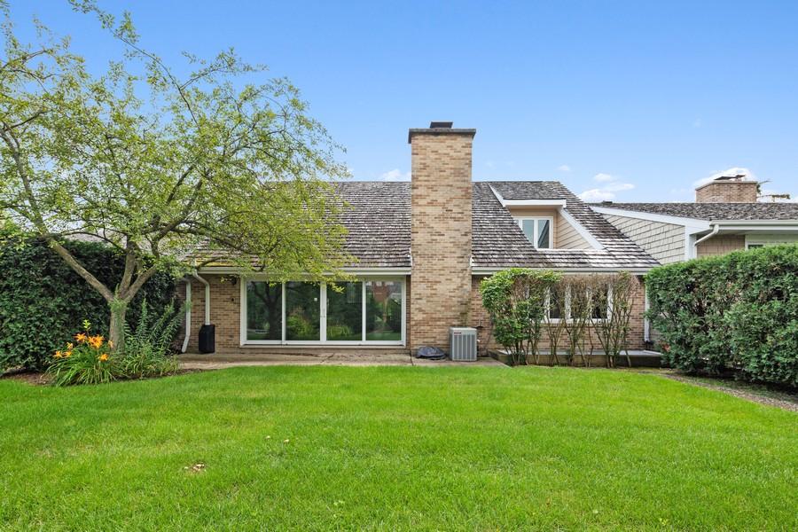 Real Estate Photography - 47 Briarwood South, Oak Brook, IL, 60523 - Back Yard
