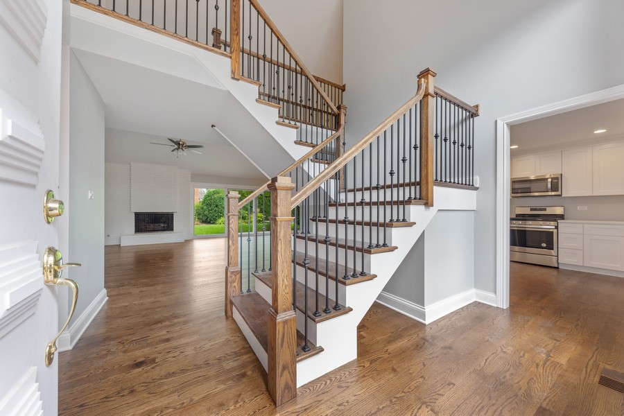 Real Estate Photography - 47 Briarwood South, Oak Brook, IL, 60523 - Foyer