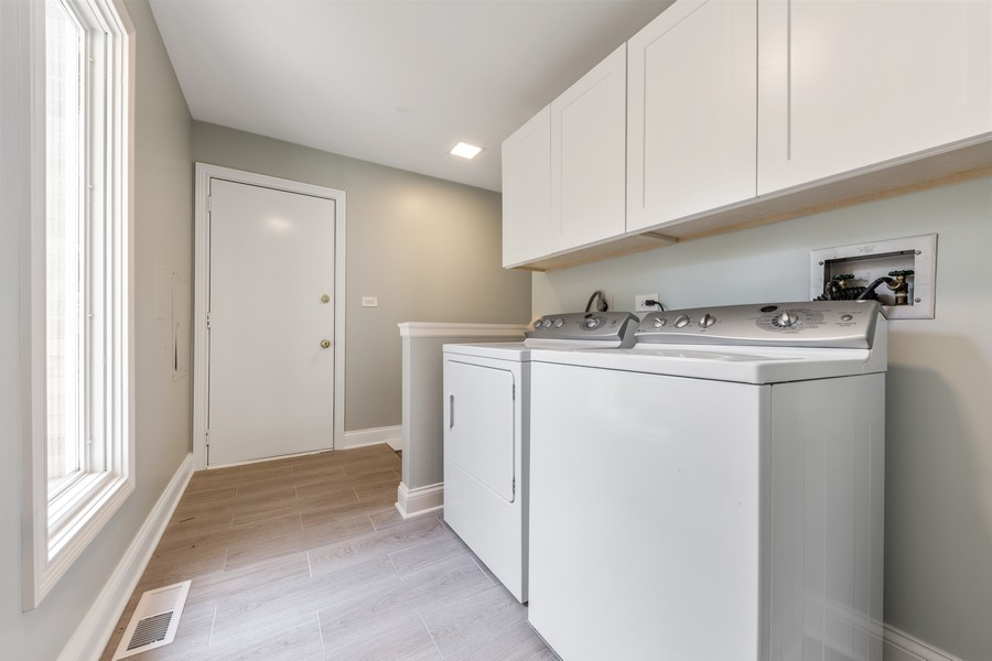 Real Estate Photography - 47 Briarwood South, Oak Brook, IL, 60523 - Laundry Room