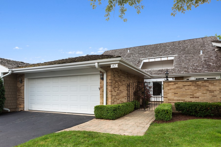 Real Estate Photography - 47 Briarwood South, Oak Brook, IL, 60523 - Front View