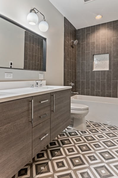 Real Estate Photography - 1942 W George, Chicago, IL, 60657 - 3rd Bathroom