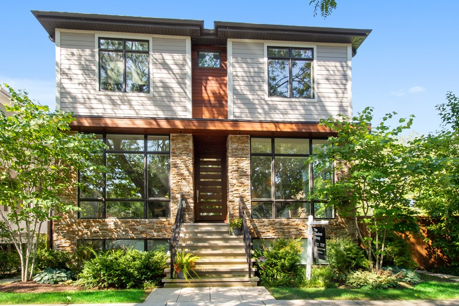 Real Estate Photography - 2026 W Wilson, Chicago, IL, 60625 - Front View