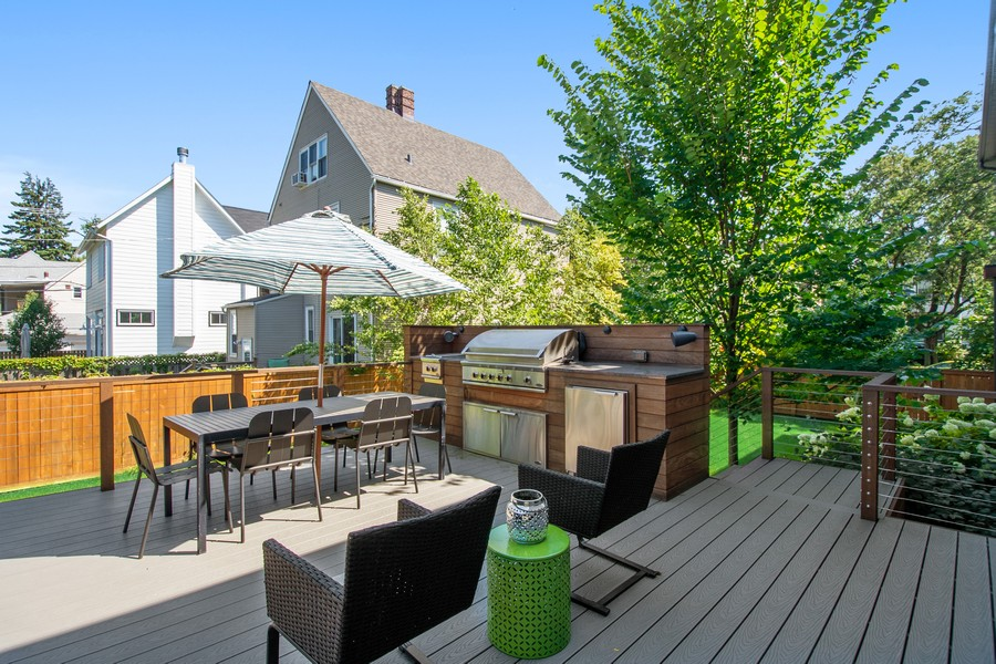 Real Estate Photography - 2026 W Wilson, Chicago, IL, 60625 - Deck