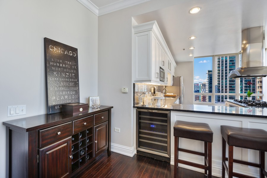 Real Estate Photography - 55 E Erie St, Unit 1801, Chicago, IL, 60611 - Bar