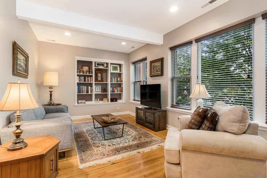 Real Estate Photography - 839 W Lawrence, Unit 2W, Chicago, IL, 60640 - Living Room