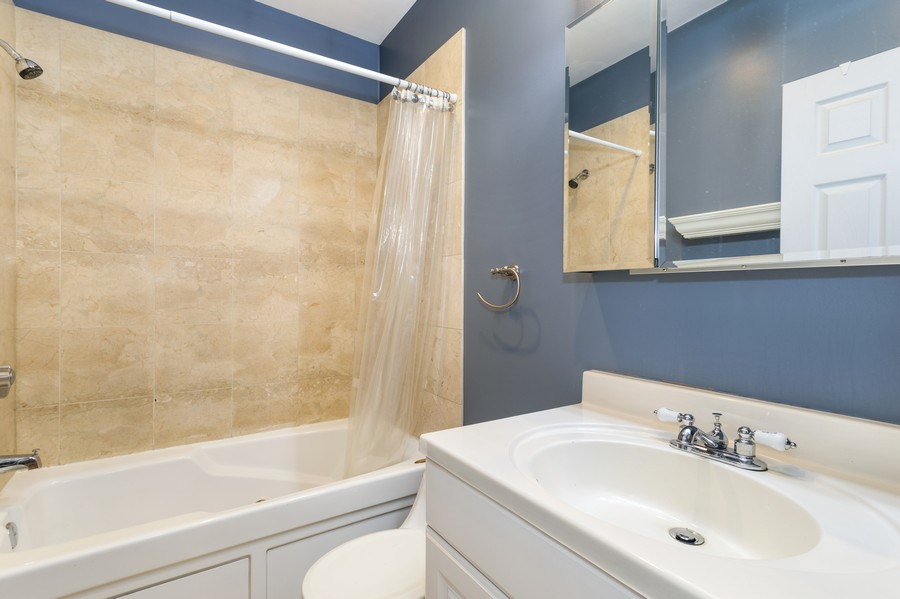Real Estate Photography - 839 W Lawrence, Unit 2W, Chicago, IL, 60640 - Master Bathroom