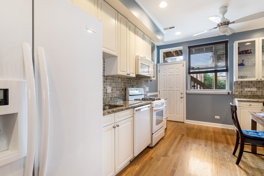 Real Estate Photography - 839 W Lawrence, Unit 2W, Chicago, IL, 60640 - Kitchen