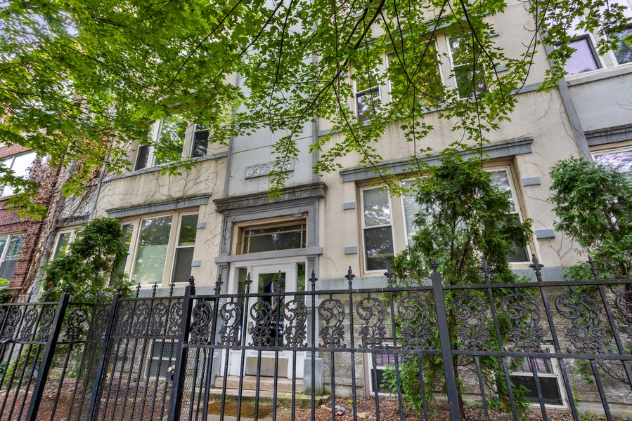 Real Estate Photography - 839 W Lawrence, Unit 2W, Chicago, IL, 60640 - Front View