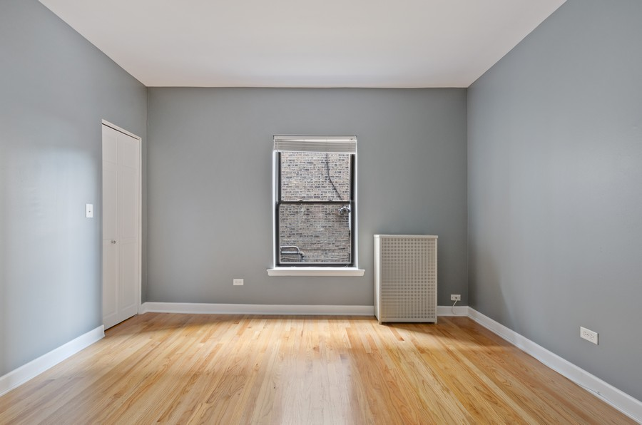 Real Estate Photography - 1522 W Belle Plaine, Unit #1, Chicago, IL, 60613 - Master Bedroom