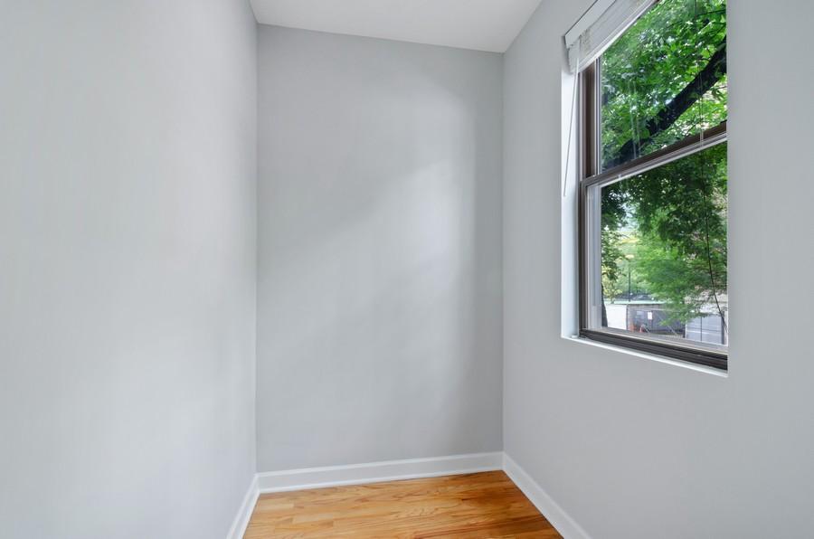 Real Estate Photography - 1522 W Belle Plaine, Unit #1, Chicago, IL, 60613 - Office