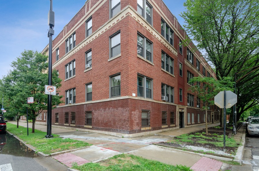 Real Estate Photography - 1522 W Belle Plaine, Unit #1, Chicago, IL, 60613 - Front View