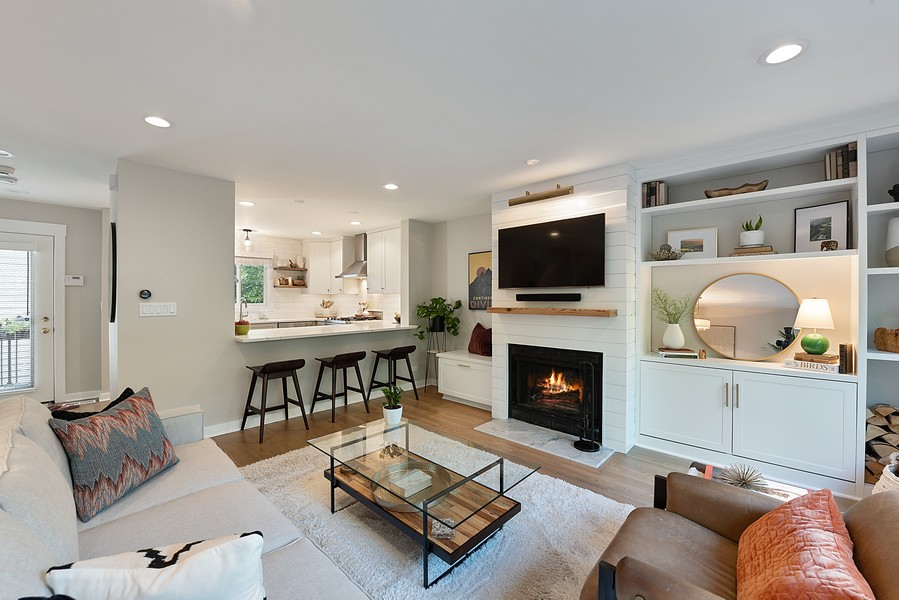 Real Estate Photography - 4554 N Paulina St, #6, Chicago, IL, 60640 - Living Room