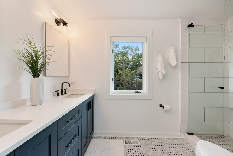 Real Estate Photography - 4554 N Paulina St, #6, Chicago, IL, 60640 - Master Bathroom