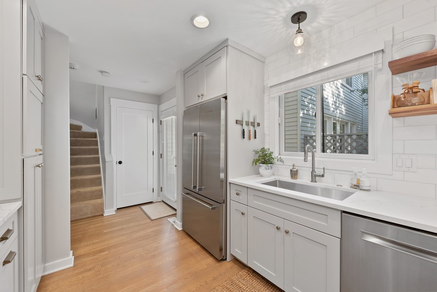 Real Estate Photography - 4554 N Paulina St, #6, Chicago, IL, 60640 - Kitchen