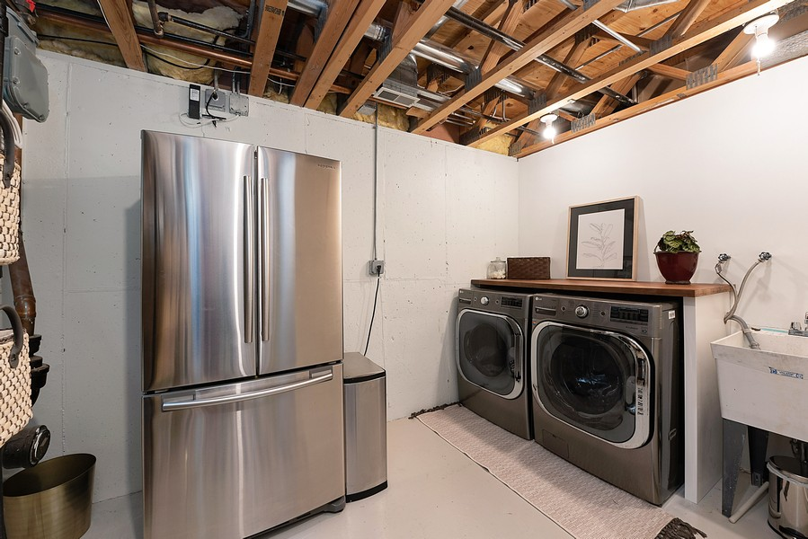 Real Estate Photography - 4554 N Paulina St, #6, Chicago, IL, 60640 - Laundry Room