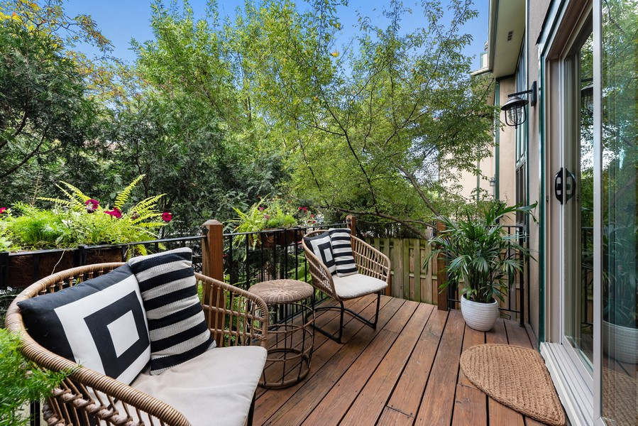 Real Estate Photography - 4554 N Paulina St, #6, Chicago, IL, 60640 - Deck