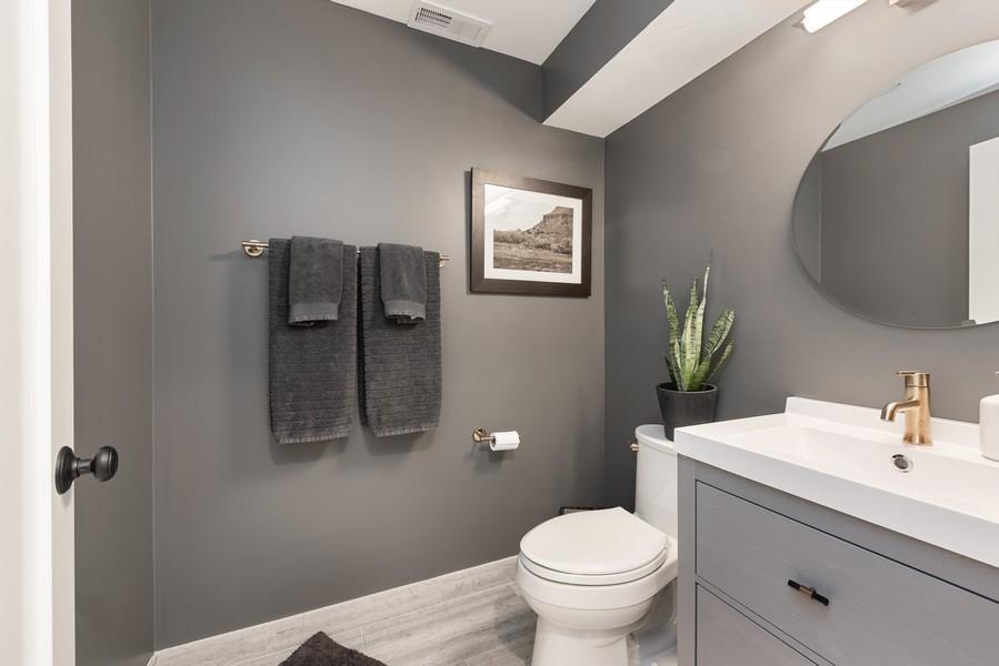 Real Estate Photography - 4554 N Paulina St, #6, Chicago, IL, 60640 - Half Bath