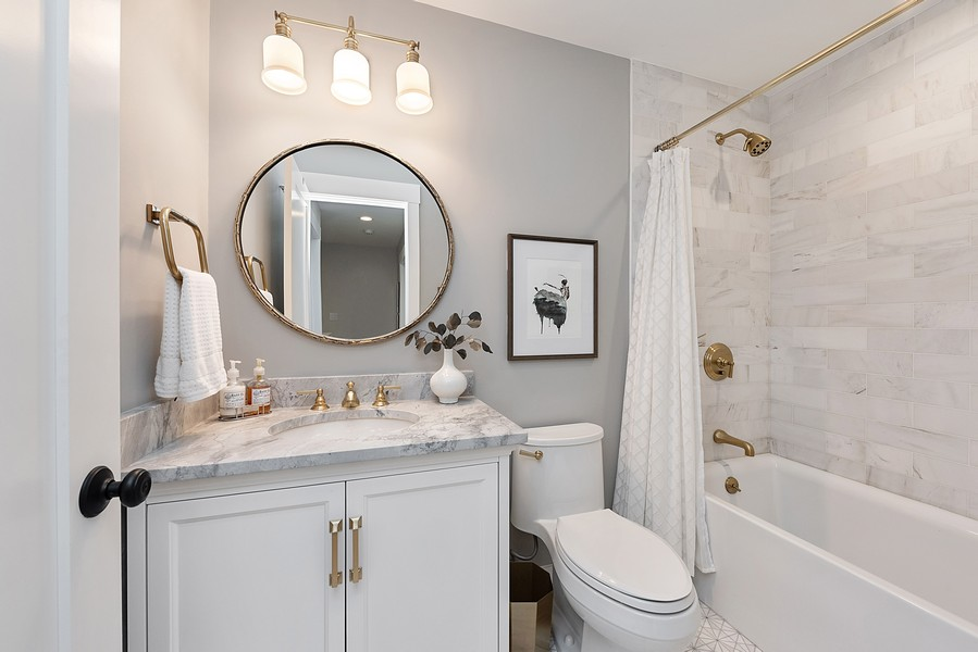 Real Estate Photography - 4554 N Paulina St, #6, Chicago, IL, 60640 - 2nd Bathroom