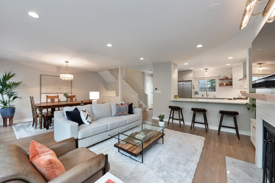 Real Estate Photography - 4554 N Paulina St, #6, Chicago, IL, 60640 - Living Room / Dining Room