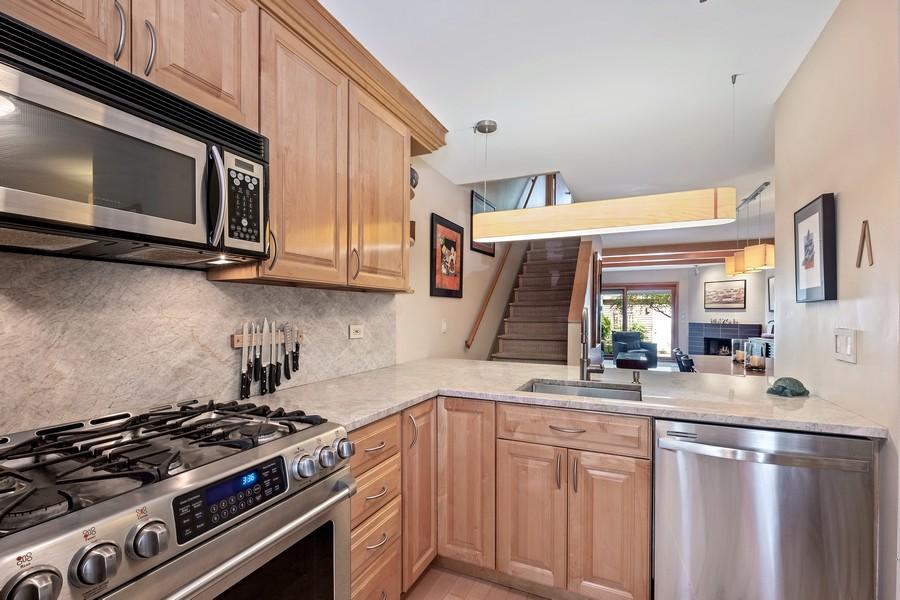 Real Estate Photography - 609 Custer, Unit B, Evanston, IL, 60202 - Kitchen