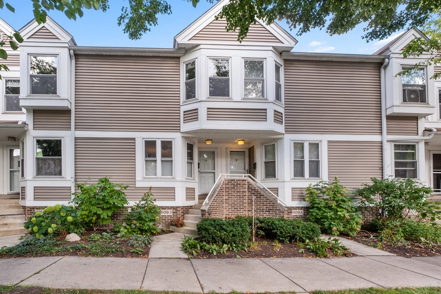 Real Estate Photography - 609 Custer, Unit B, Evanston, IL, 60202 - Front View