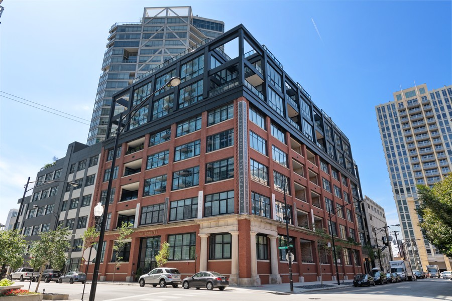 Real Estate Photography - 676 N Kingsbury, Unit 204, Chicago, IL, 60654 - Front View
