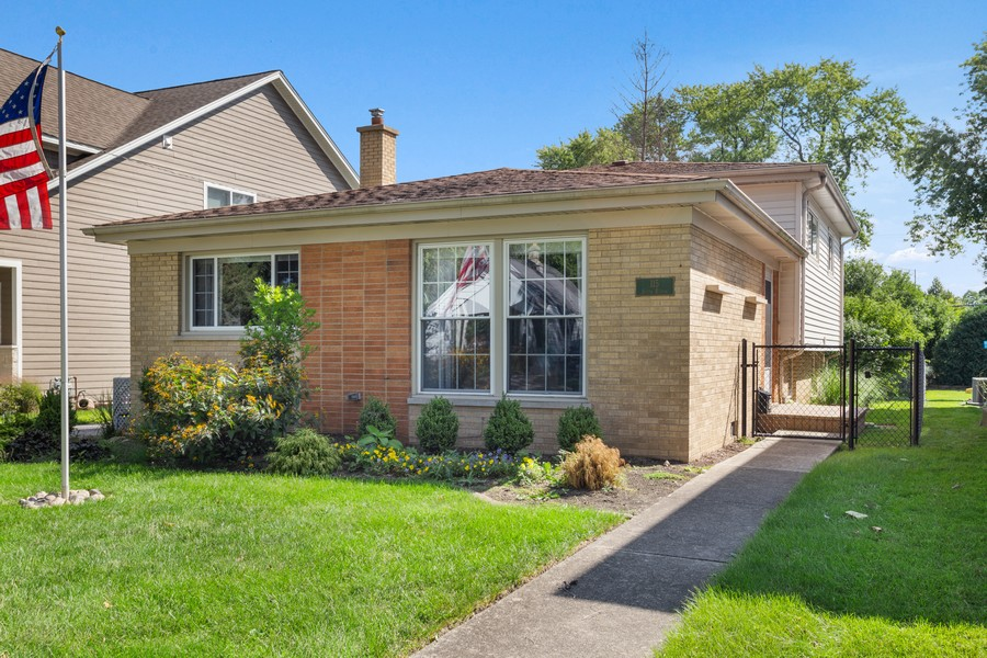 Real Estate Photography - 115 Burton Place, Arlington Heights, IL, 60005 - Front View