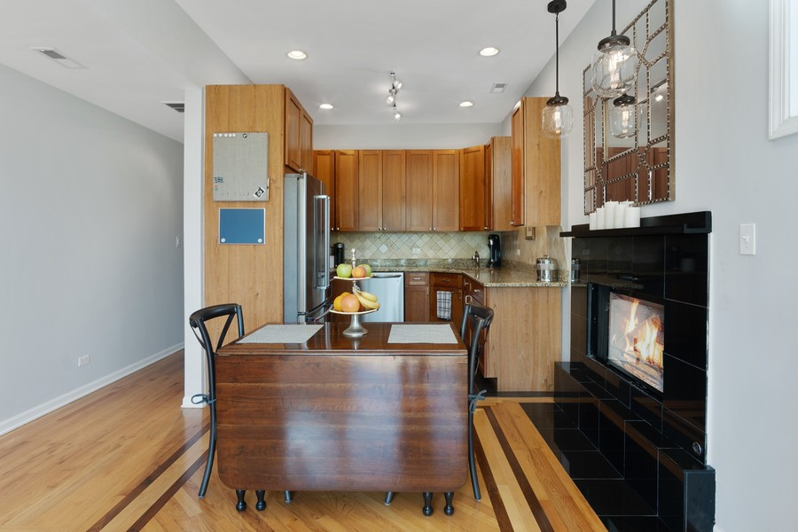 Real Estate Photography - 946 North Wood Street Unit 2, chicago, IL, 60622 - Kitchen