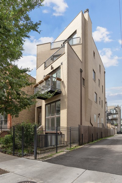 Real Estate Photography - 946 North Wood Street Unit 2, chicago, IL, 60622 - Front View