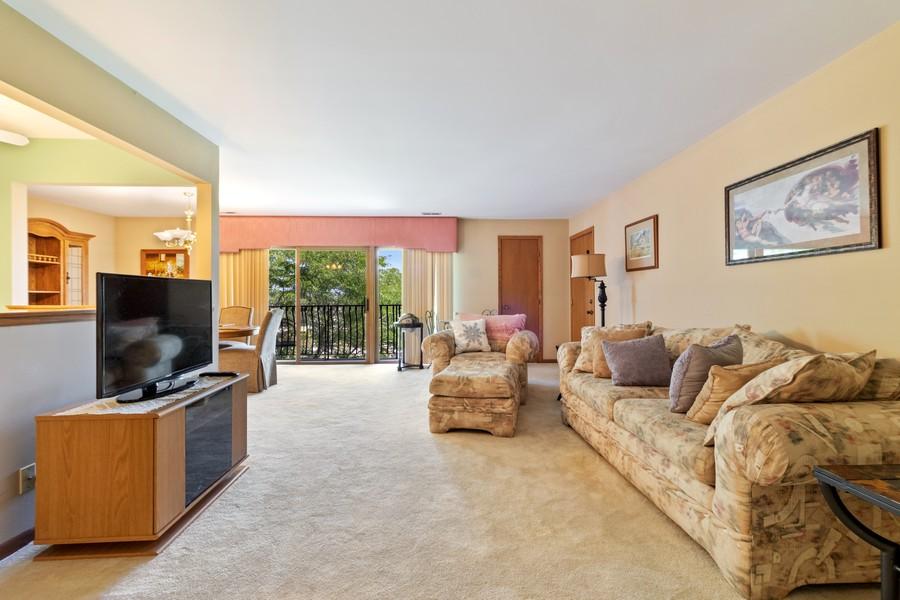Real Estate Photography - 17731 Bernard Dr, Unit 3B, Orland Park, IL, 60467 - Living Room
