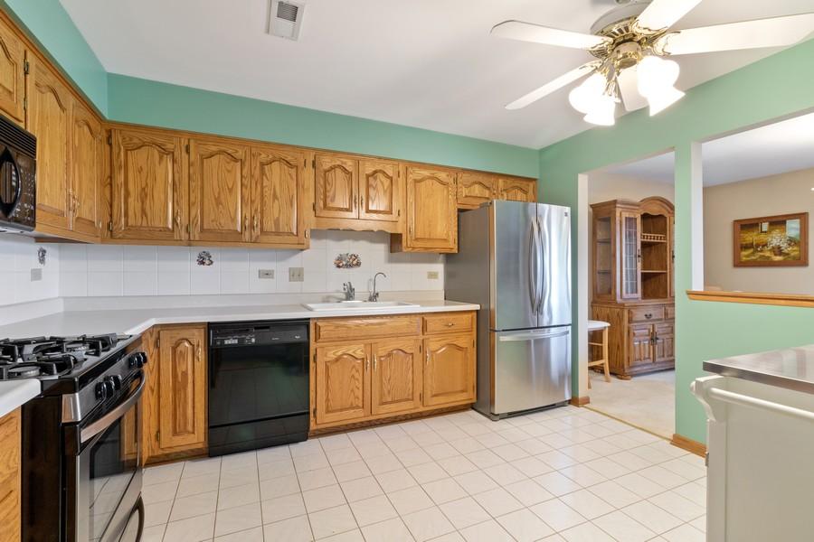 Real Estate Photography - 17731 Bernard Dr, Unit 3B, Orland Park, IL, 60467 - Kitchen