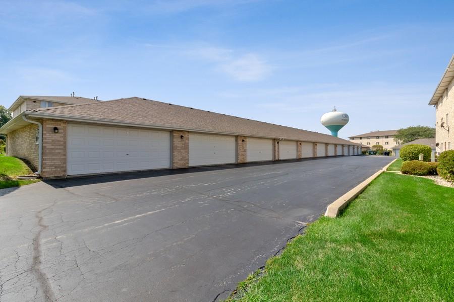 Real Estate Photography - 17731 Bernard Dr, Unit 3B, Orland Park, IL, 60467 - Garage