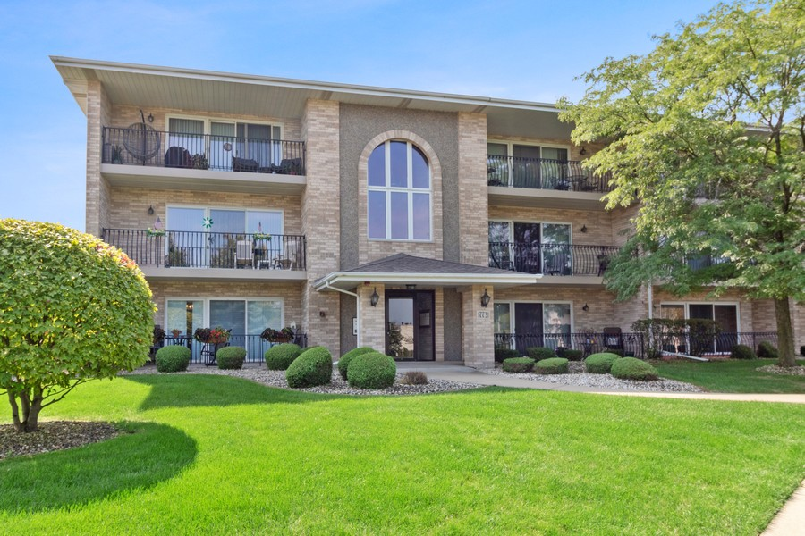 Real Estate Photography - 17731 Bernard Dr, Unit 3B, Orland Park, IL, 60467 - Front View