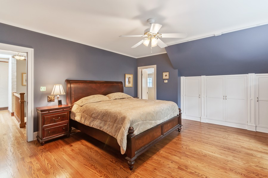 Real Estate Photography - 112 Derbyshire, Arlington Hts, IL, 60004 - Master Bedroom