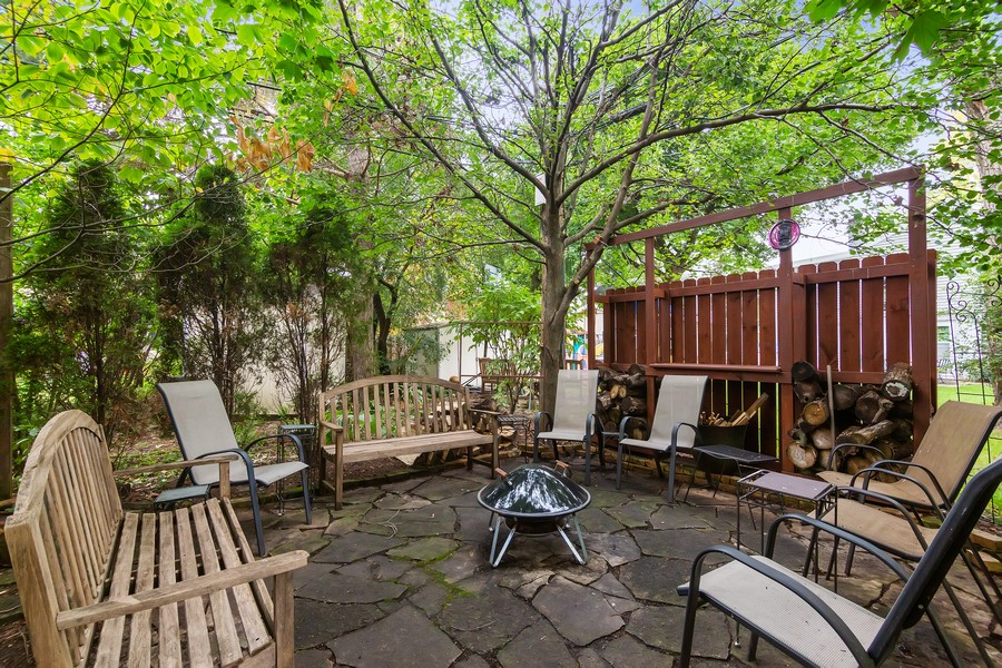 Real Estate Photography - 112 Derbyshire, Arlington Hts, IL, 60004 - Back Yard