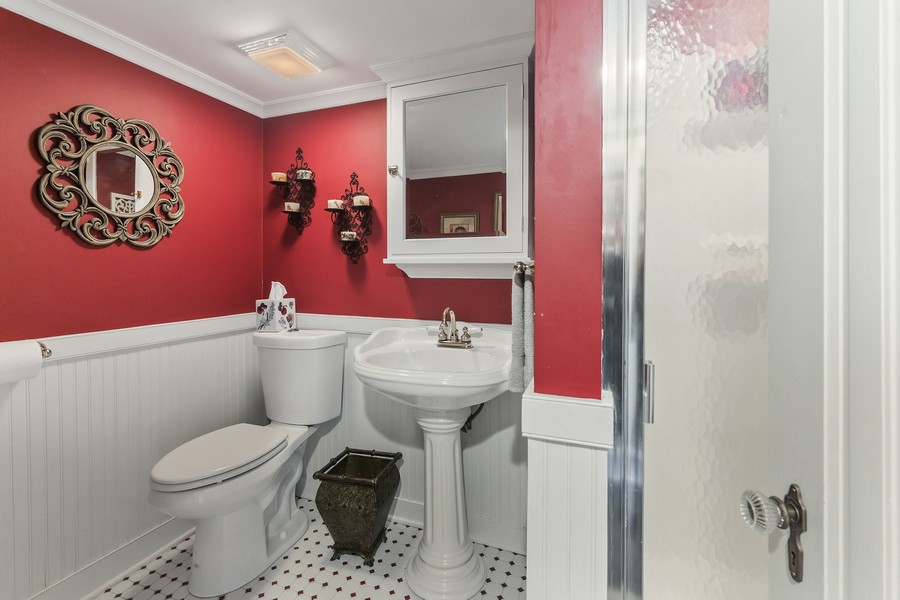 Real Estate Photography - 112 Derbyshire, Arlington Hts, IL, 60004 - Bathroom