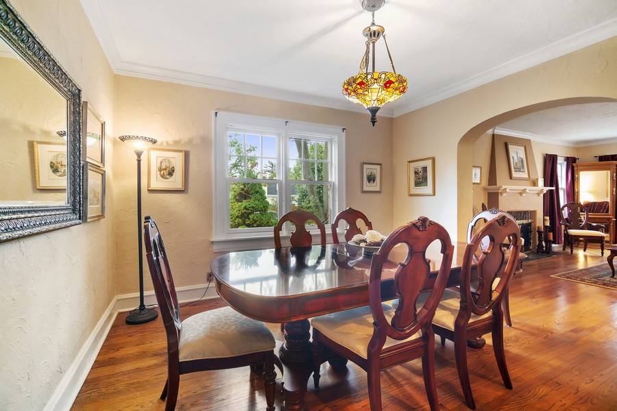 Real Estate Photography - 112 Derbyshire, Arlington Hts, IL, 60004 - Dining Room