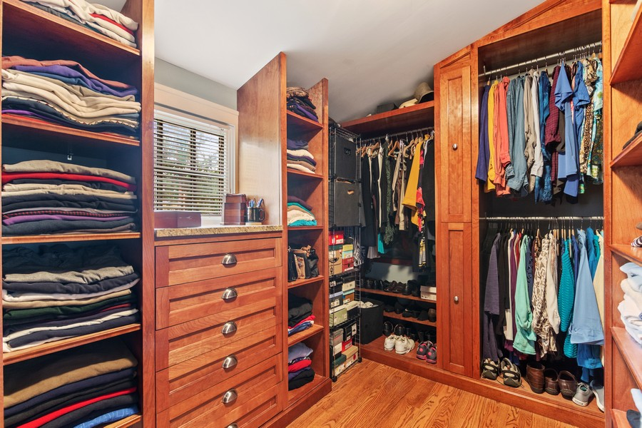 Real Estate Photography - 112 Derbyshire, Arlington Hts, IL, 60004 - Master Bedroom Closet